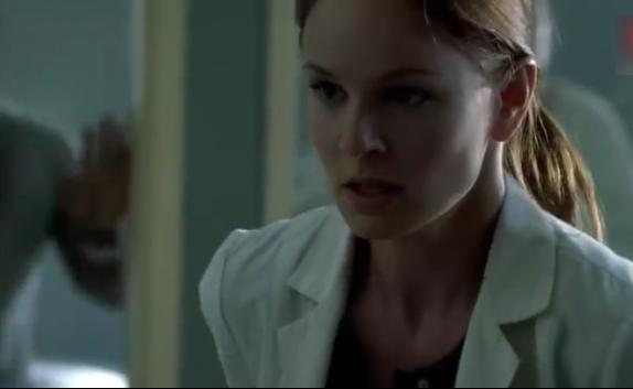 监狱暴乱,美女医生被穷凶极恶的犯人包围