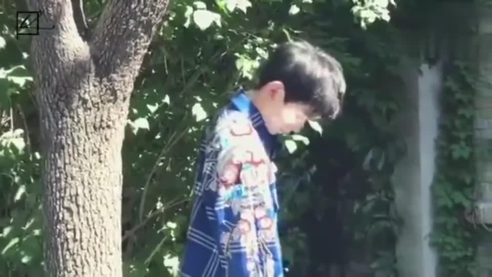 王源杂志十月刊双封面拍摄花絮 秋日温暖阳光下的少年