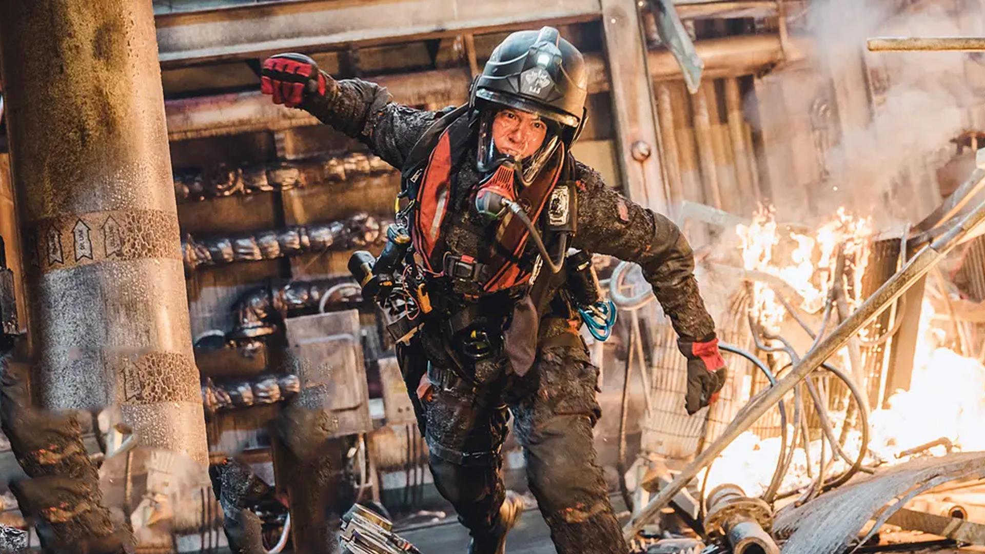 #电影迷的修养#中国首部聚焦海上救援电影,《紧急救援》硬核来袭,致敬中国救捞