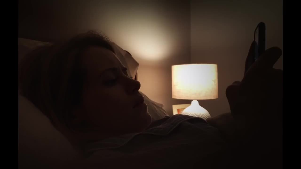奥斯卡索德伯格用三台iPhone 7s拍摄的《失心病狂》预告
