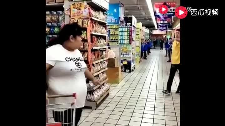 农村胖妞逛超市,不笑你揍我