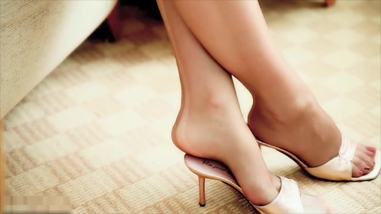 #美脚玉足#闺蜜的美脚穿上高跟鞋,真美!