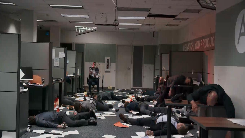 #电影最前线#公司发生大暴乱,同事感染僵尸病毒,个个狂躁无比!