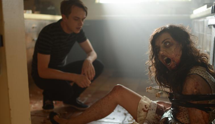 #惊悚看电影#男子对变成僵尸的女友不离不弃,整天带出去约会,没想到酿成大祸