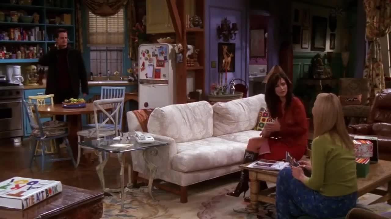 男子很生气的回到家,女子询问什么事,原来男子遇到了可恶的事