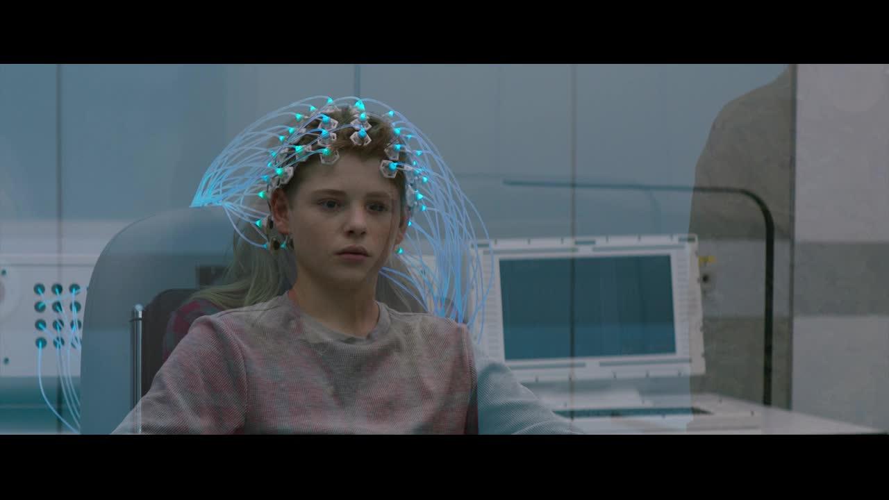 研究员给凯西看了异体,凯西竟然用线子把研究员勒死了