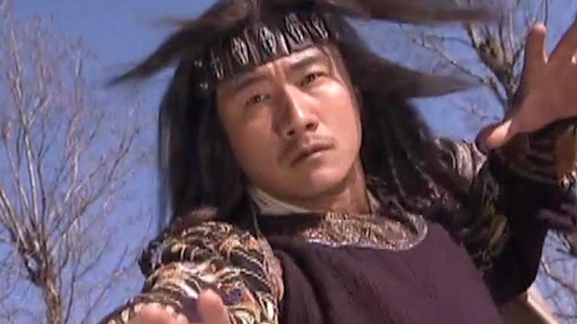 #有位高手让乔峰自愧#《天龙八部》有位高手让乔峰自愧不如,剧中却明显实力被削弱
