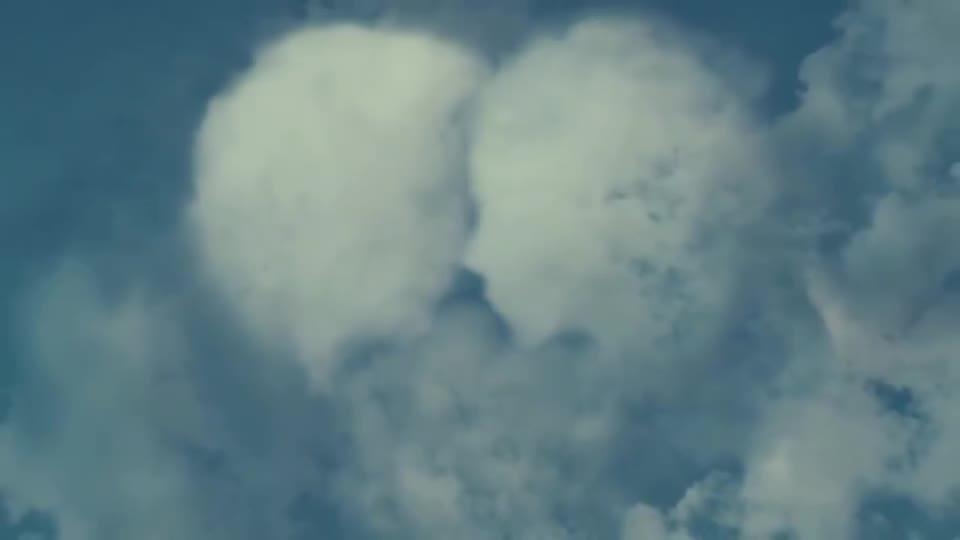 #电影迷的修养#美女刚和男友分手,身边的一切事物都劝她原谅他,连云朵也不例外