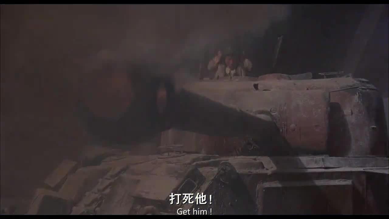 一群小矮人与敌人混战,用的武器太惊人了