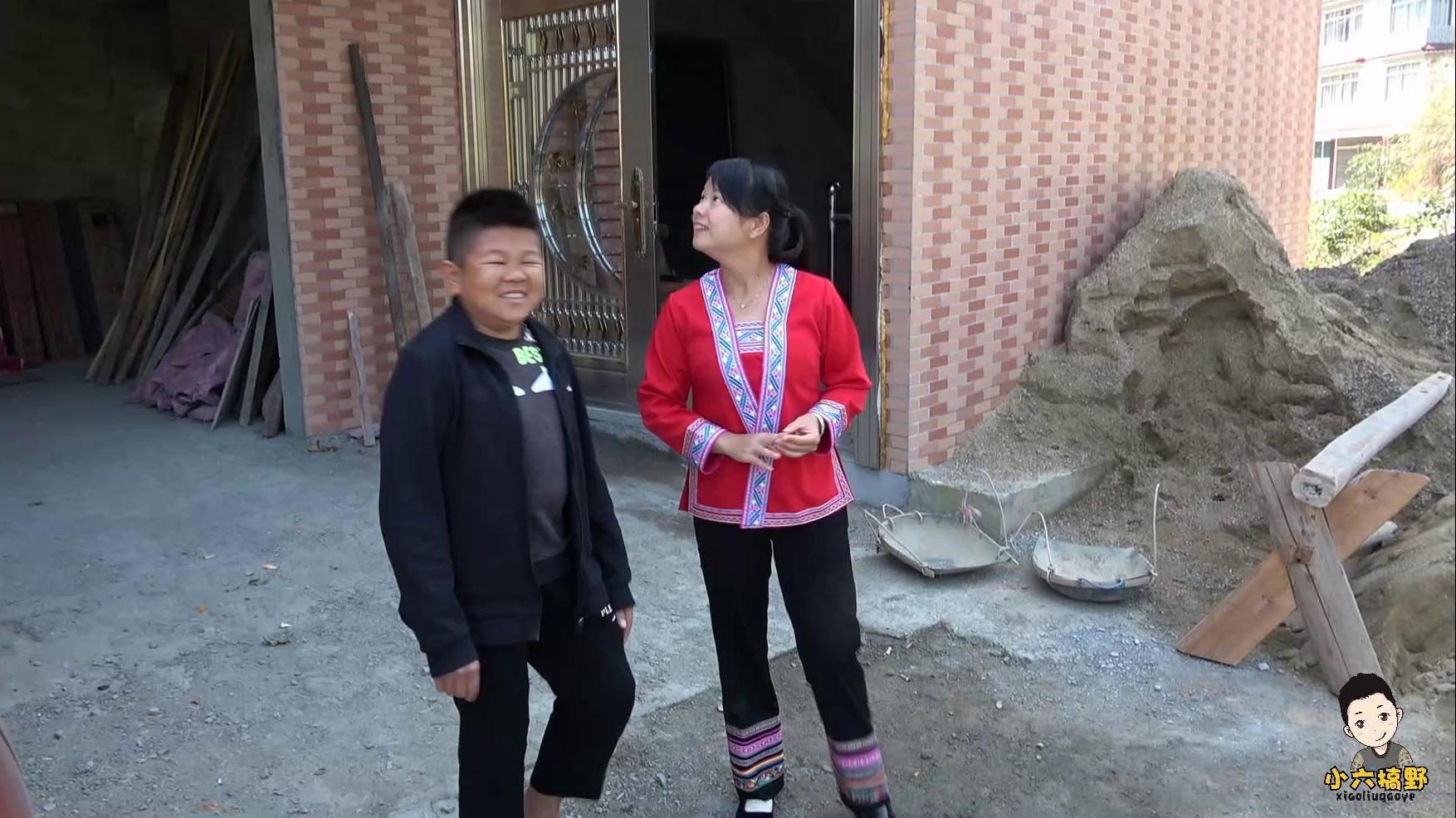 小六参观秋子大伯25万的房子,每个地方都要花钱,建房子不容易