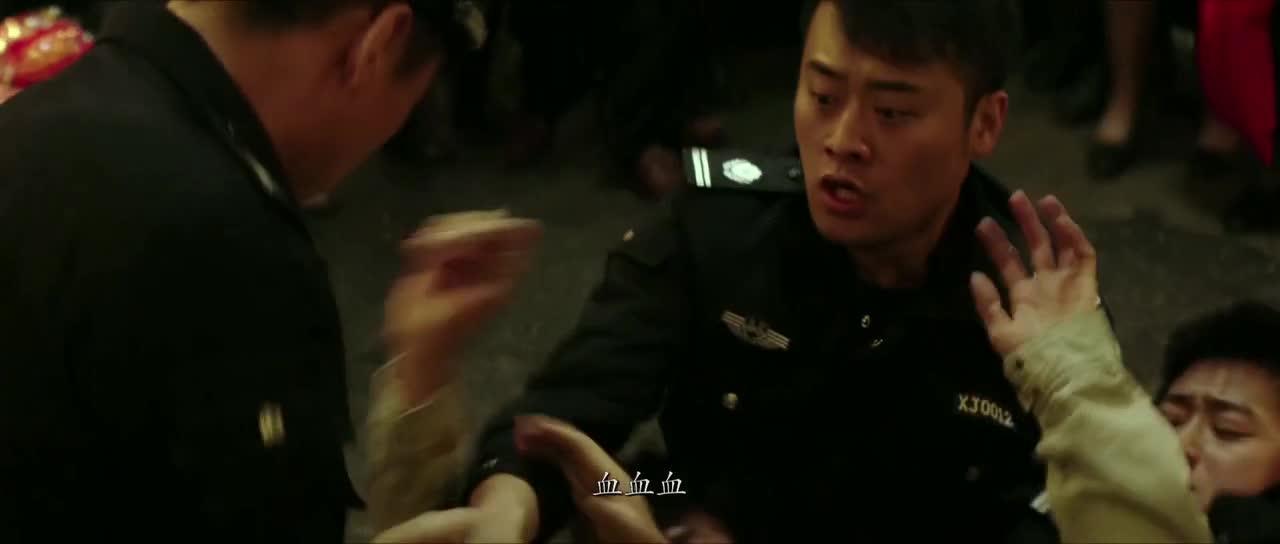 警官追捕人不小心受伤,居然丝毫都不在意,心真大