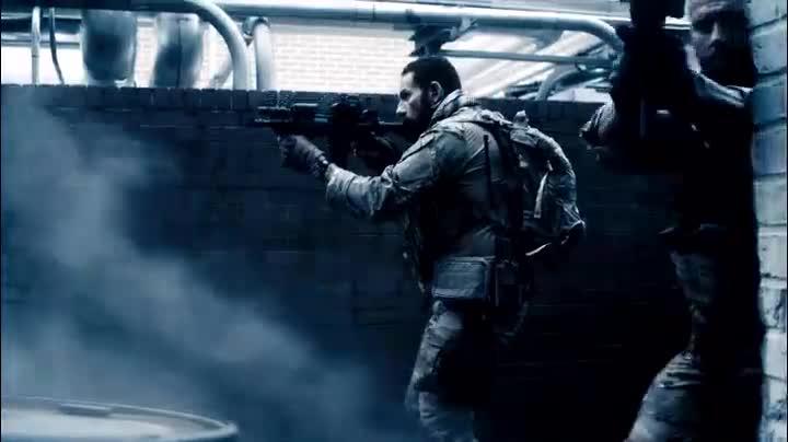 训练有素的海豹特种部队能对移动缓慢的丧尸枪枪爆头