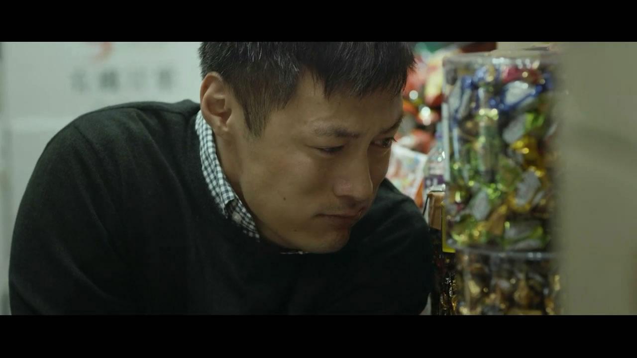 #2017记忆#《一念无明》余文乐零片酬出演躁郁症病人,在超市狂吃巧克力减压