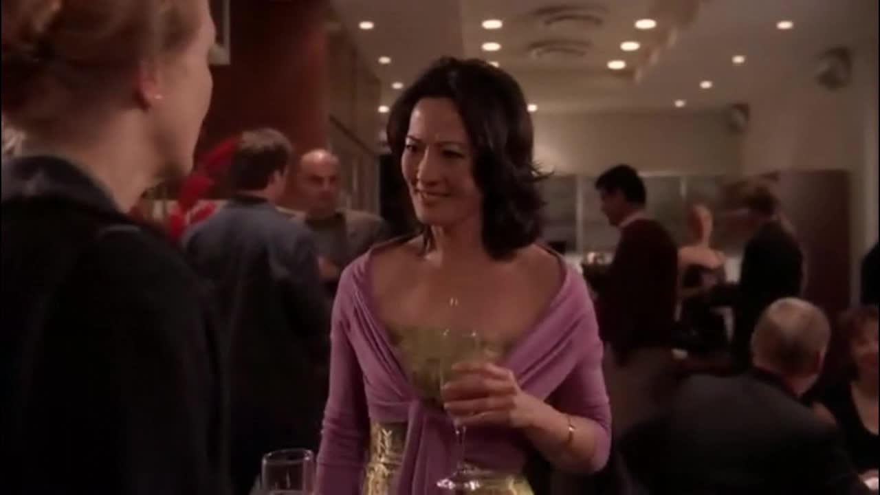 克莱尔在酒会上被搭讪,诱惑一直不断,咋回事