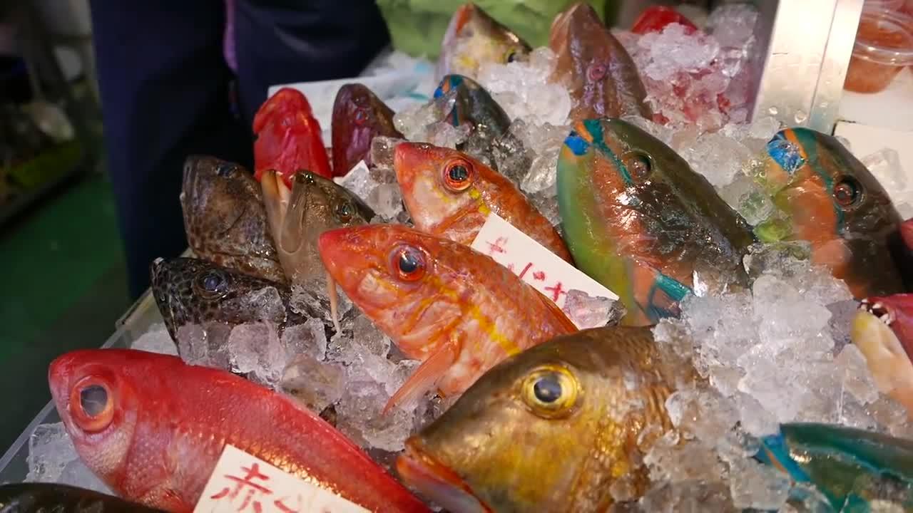 #日本小吃#日本路边小吃 - 大彩虹鱼生鱼片日本冲绳