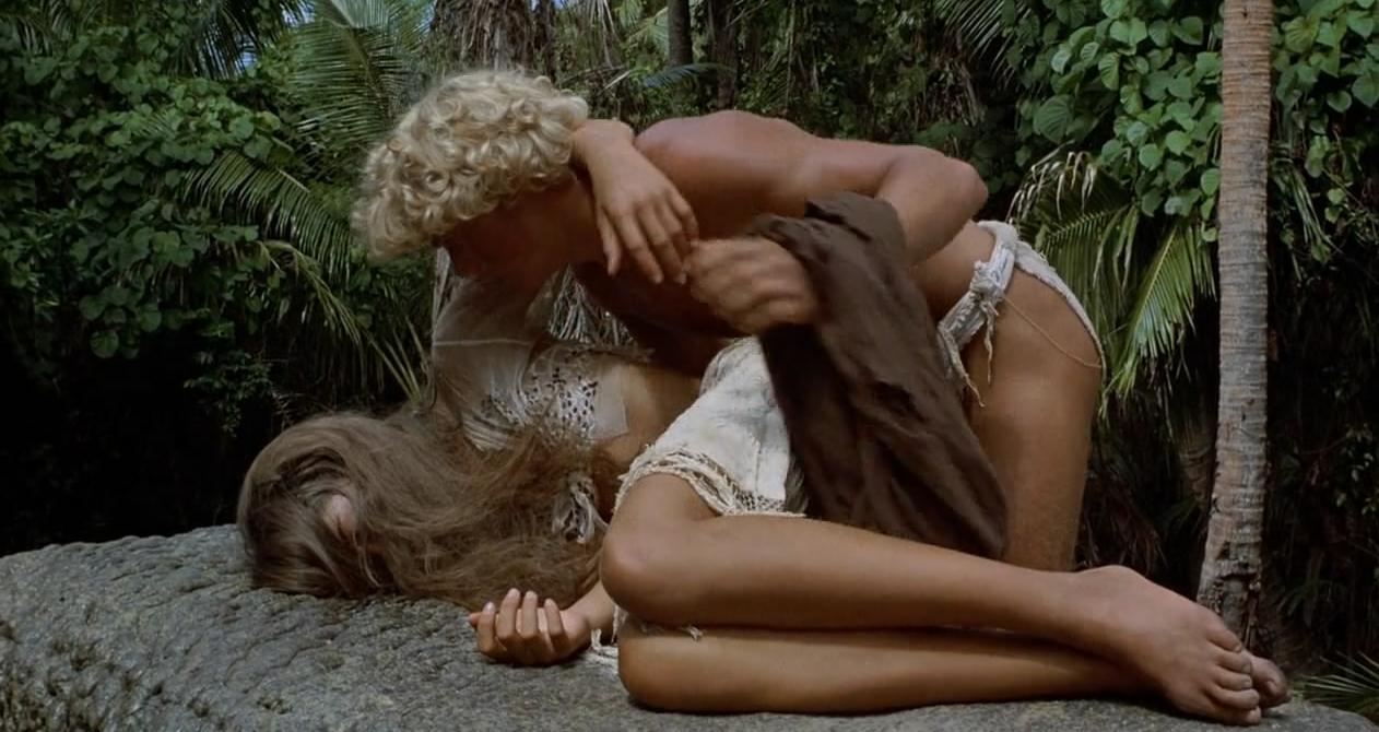 #电影最前线#少男少女流落荒岛怀孕生子,可他们只想留在岛上,拒绝救助