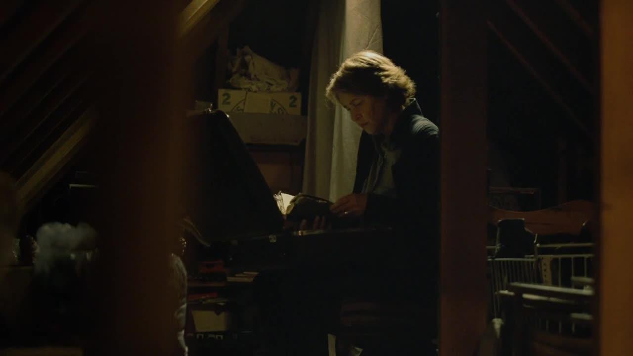 妻子在阁楼中,找到了丈夫年轻时的记录,和一个录像带