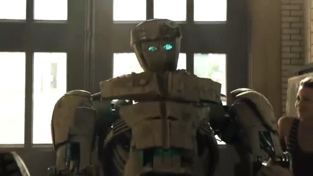 #追剧不能停#小男孩捡到一个机器人,用他称霸地下拳击场