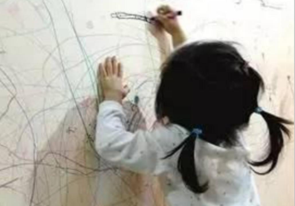#墙壁发霉,清洁白墙#小孩在墙上乱涂乱画,教你不用一滴水,轻松去除各种痕迹