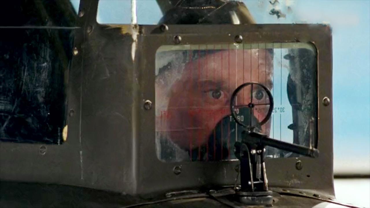 #经典看电影#二战最真实空战,空中堡垒猛烈射击,击落敌机意外砸中友机悲剧了