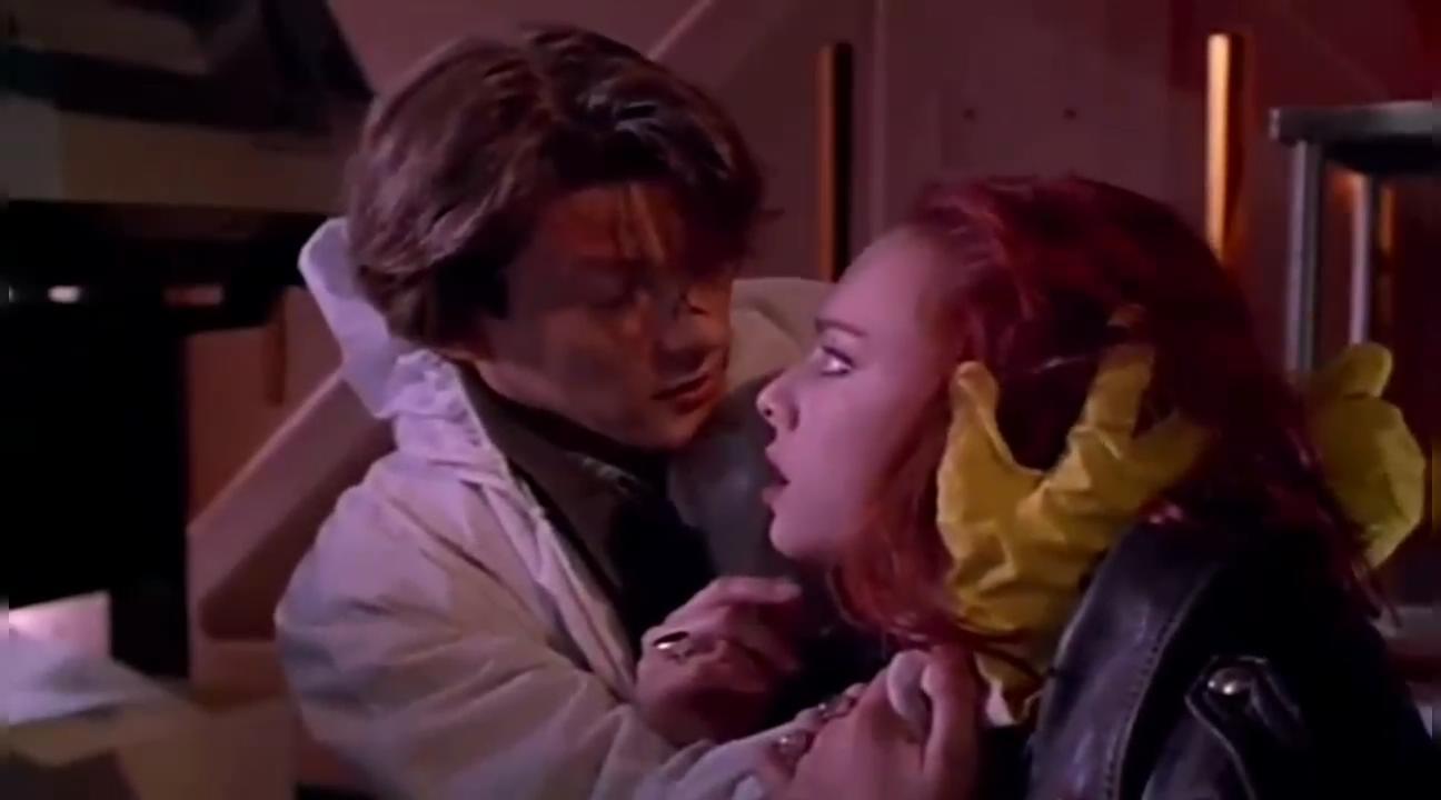 #经典看电影#小伙亲手把女友变成活死人,这都是因为爱!