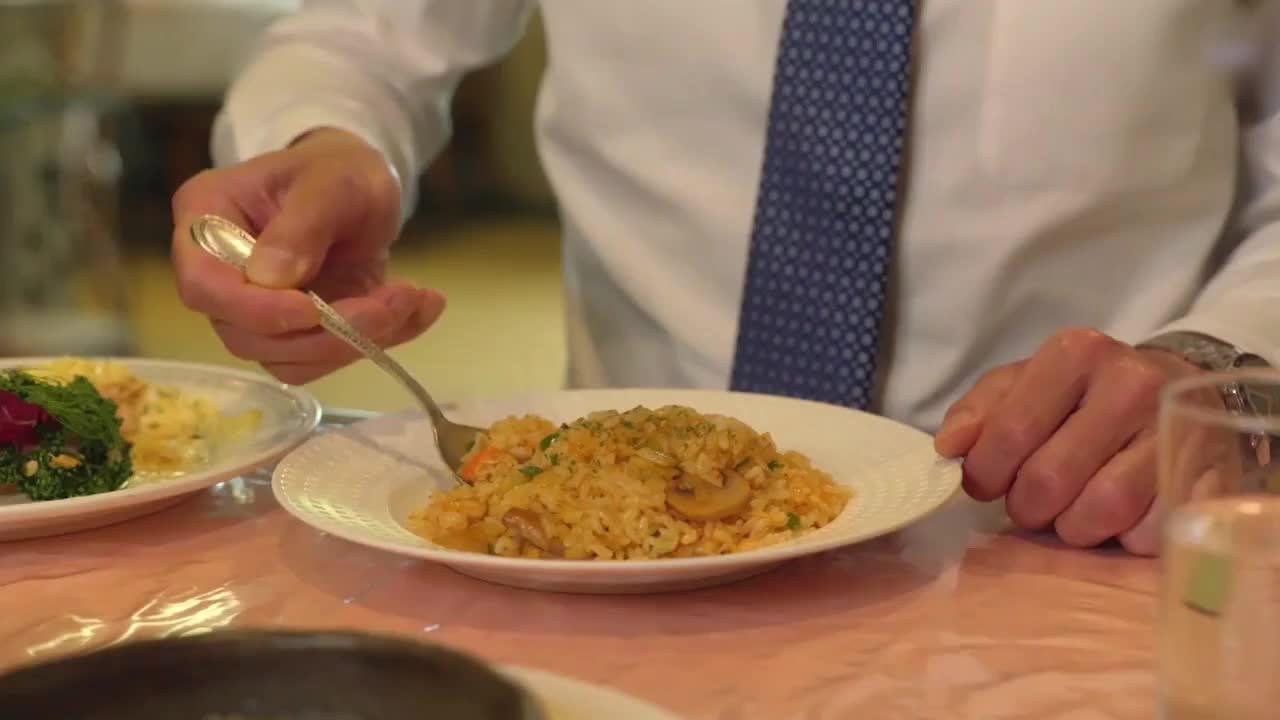 井之头五郎美食家,尝试蟹肉炒饭