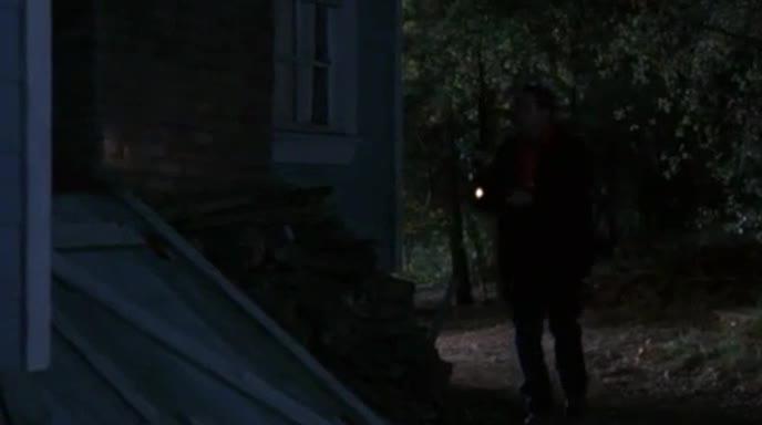 夜谈地窖 惊现人体屠场惹痛哭