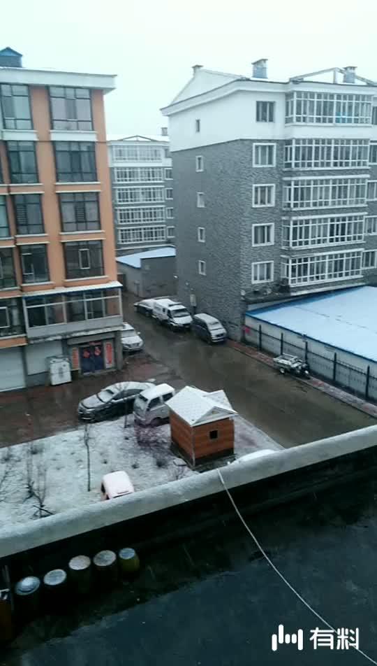 看看吧!四月份还下这么大的雪啊!