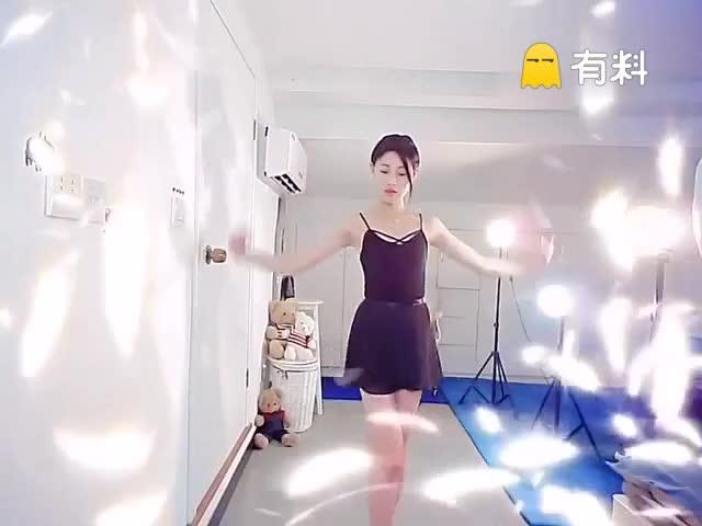 陌陌直播:小妖潘妮《芭蕾舞》#舞蹈##陌...