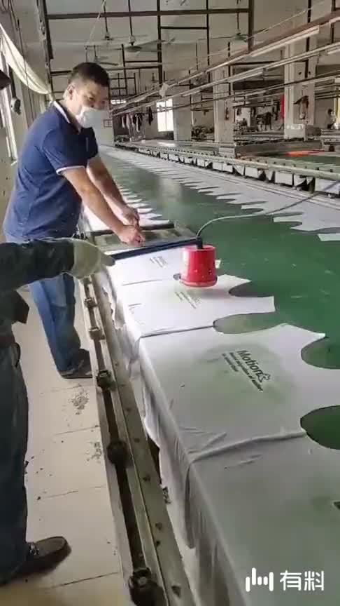 #追剧不能停#厂里的主力工人,干活又快又好,老板很中意他俩