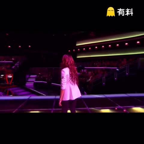 外网刚刚确认,美国歌手Christina Grimmie在演唱会结束后被枪击,凶手当场自杀。她参加《美国好声音》获得季军,这首《Wrecking Ball》我想好多人也印象深刻吧!太难以置信了