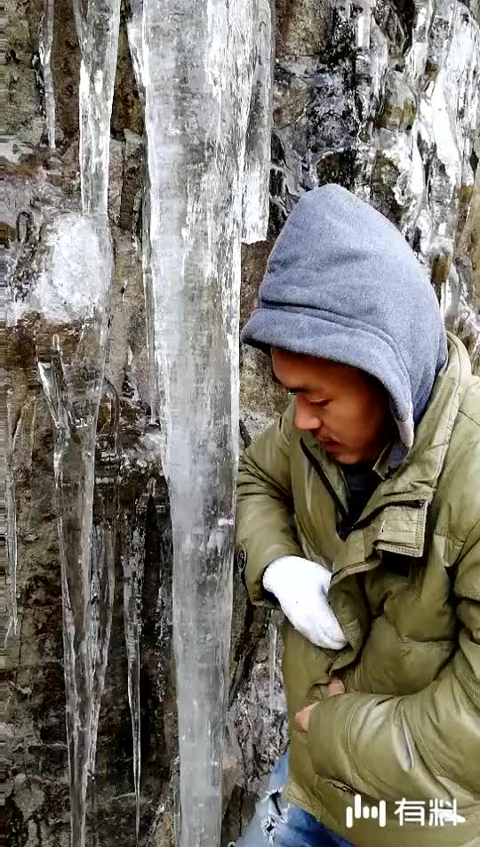 #浙江丽水这么粗的悬崖冰柱见过没?#