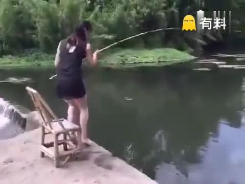 看了几遍才发现不关椅子的事.