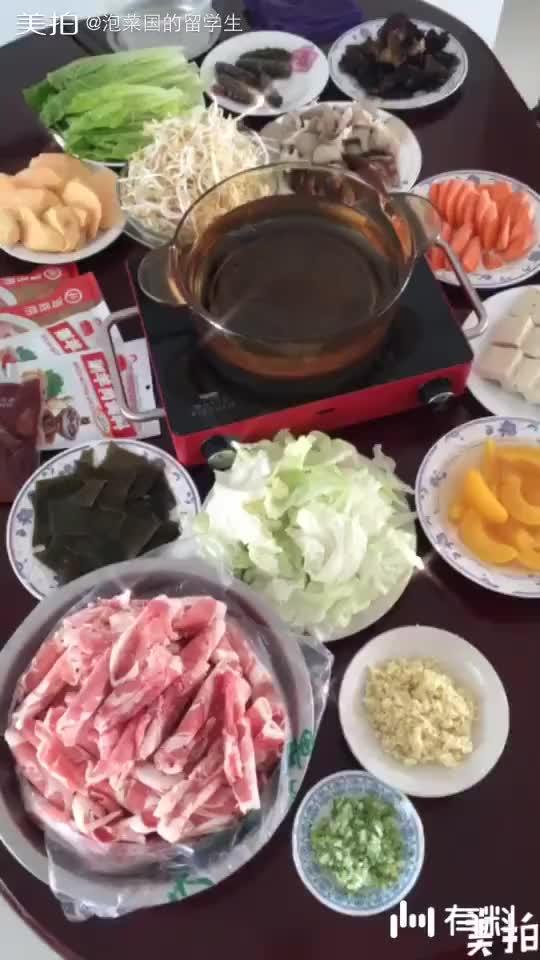 重阳节陪爸妈在家吃火锅过节,希望天下所有父母身体健康
