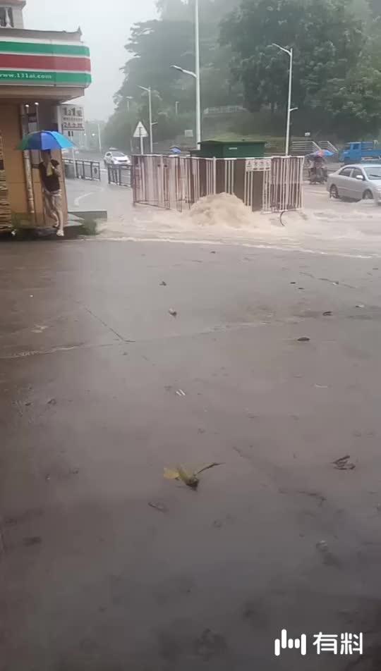暴雨下的深圳