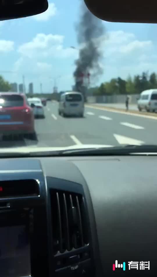 #天气热   汽车一定要注意保养    汽车自燃真可怕#