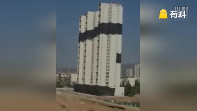 山西一紧邻古城墙90米高大楼被爆破 场面惊险