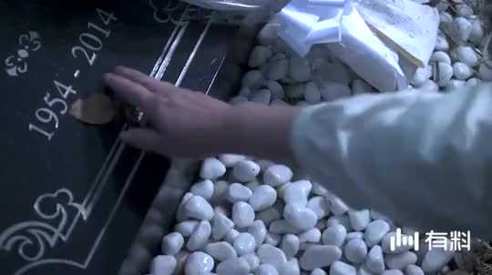 《世界奇妙物语》:女子给闺蜜扫墓,没想到却被直接拖进地狱