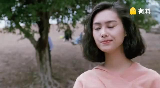 逃学威龙里星爷与朱茵最甜蜜的影像,朱茵的银幕初吻也献了~