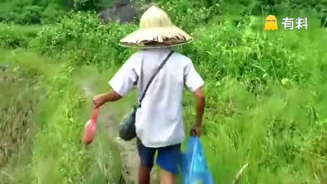 越南人钓鱼:鱼虽小但味道很鲜美