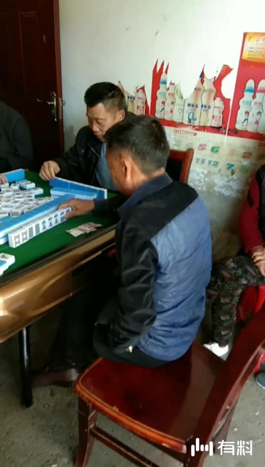 无聊的时候看人家打麻将