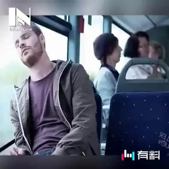 #坐个公交也遭女流氓调戏#