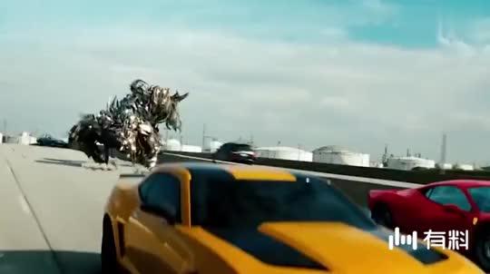 """美国飞机场出现""""变形金刚"""",网友:不是在拍电影?"""