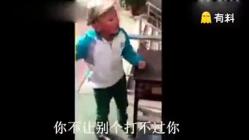 重庆小学生和老师理论,思路清晰,语言组织能力强!!!.
