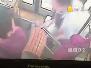 公交上公然猥亵