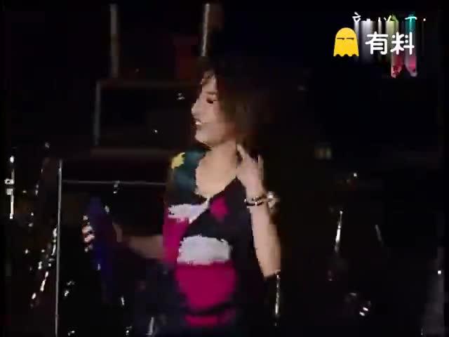 田馥甄在春浪音乐节上翻唱《傻子》,不一样的味道,live女王,行走的CD,感觉耳朵怀孕了,适合静静听的一首歌,有种让人瞬间心安的温暖