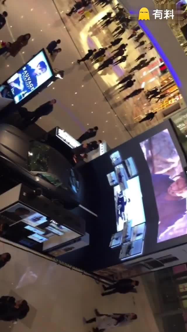 #老司机开车带你去年会#Dior ~整个商场都弥漫着香水味
