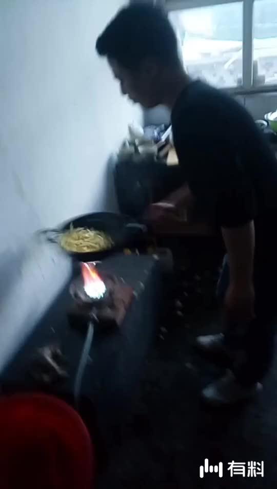 我们的冯大厨师,亲自下厨了