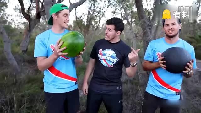 实拍西瓜被人从45米高处扔下 神奇涂料令其完好如初