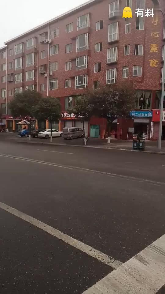 2017年02月07日,我邹春燕正在四川省绵阳市圣水寺附近公路旁
